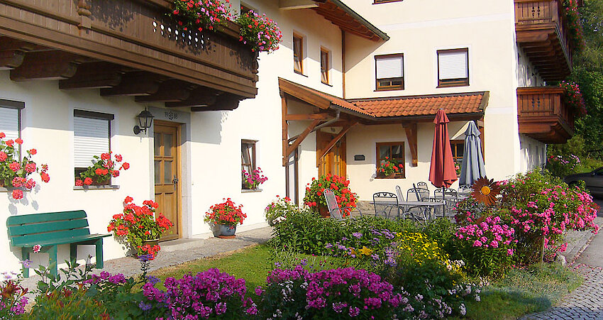 Terrasse der Ferienwohnungen Weghofer im Bayerischen Wald
