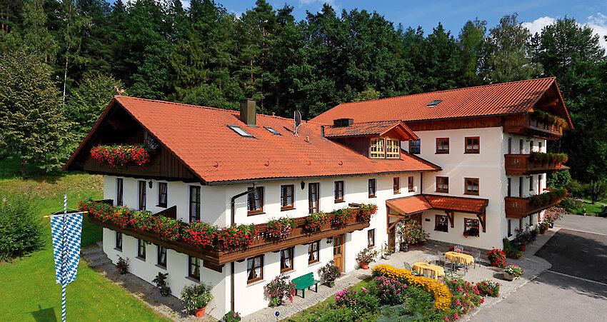 Hausansicht Ferienwohnungen Weghofer im Bayerischen Wald